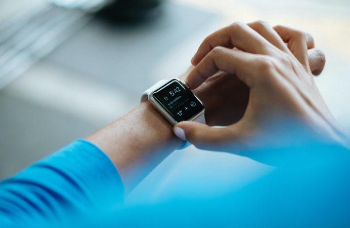 Rynek smartwatchy pomimo pandemii rośnie. Apple liderem!